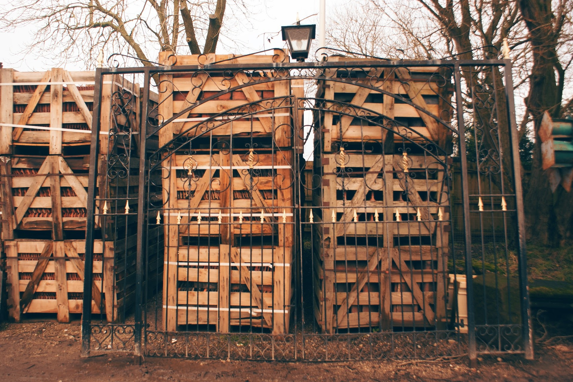 fantastically-big-gates-we-also-have-medium-and-small-reclaimed-gates-and-railings